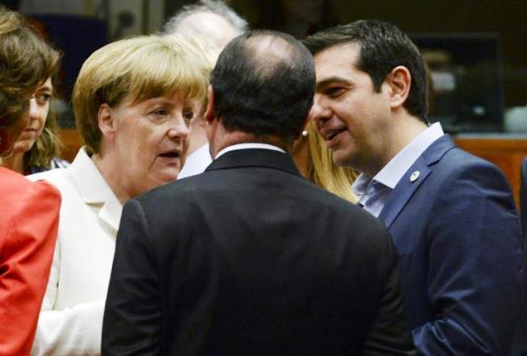 Angela Merkel (a sin.), Francois Hollande e Alexis Tsipras (a des.)
