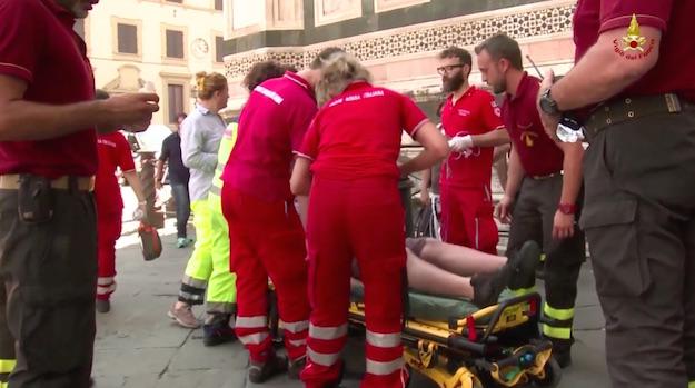 Il turista viene soccorso e accompagnato all'ospedale
