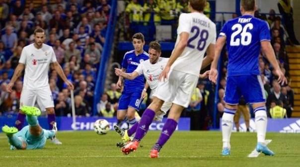 Gonzalo Rodriguez segna il gol del vantaggio della Fiorentina