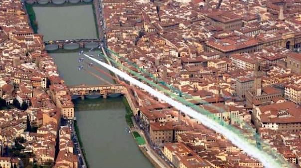 Uno storico passaggio delle Frecce Tricolori su Firenze il 1 aprile 2008