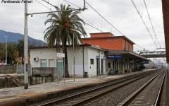 Maltempo, Massa: allagata la stazione ferroviaria e i sottopassi. Sott'acqua anche le strade di Marina