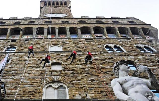 Tecnici-alpinisti a Palazzo Vecchio