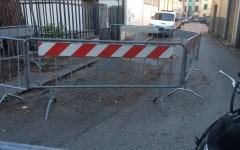 Cure: via Calandrino chiusa da due anni. Gli abitanti non ne possono più...