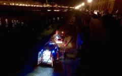 Firenze, Carabinieri si tuffano in Arno e salvano extracomunitario che sta affogando