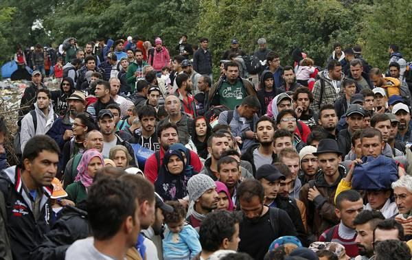 Refugees wait to enter Croatia at the Serba-Croatia border town of Berkasovo, Serbia, 25 September 2015. Croatia and Serbia were trading tit-for-tat measures 24 September escalating their row over who is responsible for channeling tens of thousands of refugees which way across the Balkans, with Croatia banning all Serbian vehicles from entering its soil. Serbia's border with Croatia has become the latest flashpoint in Europe's refugee crisis as migrants sought alternative routes to Western Europe after Hungary slammed its doors shut. Hungary on 15 September sealed the last gap in the barricade along its border with Serbia, closing the passage to thousands of refugees and migrants still waiting on the other side and some groups decided to pass over Croatia.  ANSA/ANTONIO BAT
