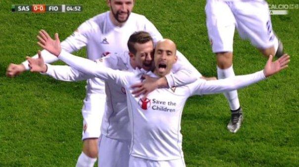 Sassuolo-Fiorentina, l'esultanza di Borja Valero dopo il gol del vantaggio viola (foto Twitter - SportMediaset)