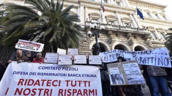 Banca Etruria, la protesta dei risparmiatori