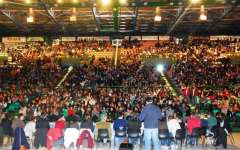 Firenze, meeting dei diritti umani con 9 mila studenti: sul palco Vecchioni, Nadia Toffa e Paola Turci