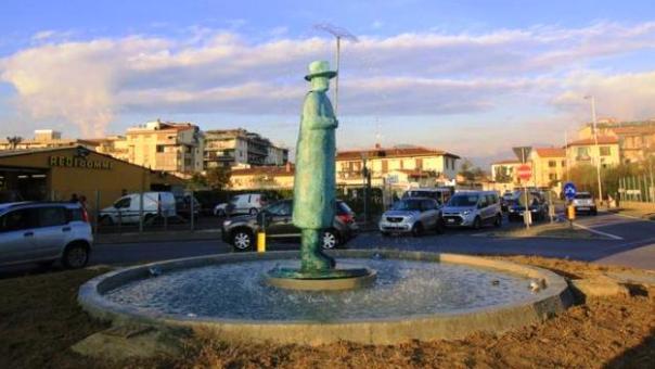 Firenze, la statua di Folon ricollocata
