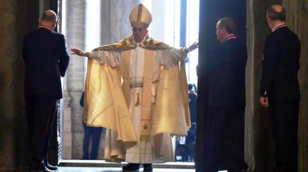 Roma, 8 dicembre 2015, Papa Francesco apre la Porta Santa e inaugura il Giubileo