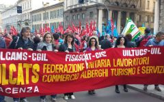 Commercio: 10.000 addetti alla manifestazione di Milano (1.500 dalla Toscana). Susanna Camusso (Cgil) attacca la Coop