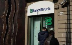 Banca Etruria: bomba rudimentale davanti alla sede di Perugia. Disinnescata dai carabinieri