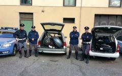 Arezzo, autostrada A1: motori marini rubati in auto. La polizia insegue e arresta 5 romeni