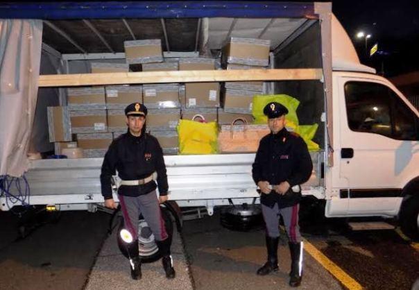 Firenze, AutoSole, arrestati due ladri di borse griffate