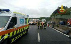 Fi-Pi-Li, incidente: minibus contro guard rail alla Ginestra, quattro feriti gravi. Coinvolte 9 persone