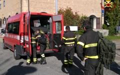 Roma: gruppo di esperti e tecnici dei vigili del fuoco e della protezione civile in soccorso dell'ecuador (video)