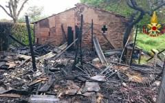 Firenze: incendio nel campo nomadi del poderaccio, scoppiano alcune bombole. Domato dai vigili del fuoco