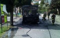 Livorno: a fuoco bus di linea. Paura per i passeggeri, scesi in tempo dalla vettura