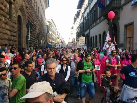 Il corteo sfila in via Cavour