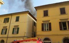 Pisa: paura per l'incendio in una casa vicino al tribunale