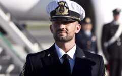 Marò: Salvatore Girone è rientrato in Italia. Ad accoglierlo i familiari e la ministra Pinotti