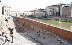 Firenze, voragine del lungarno Torrigiani: riaperto verso Ponte Vecchio il marciapiede nel tratto franato