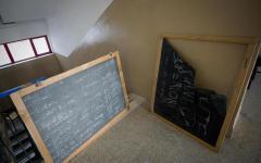 Grosseto: raid vandalico al liceo linguistico, distrutti gli arredi. Molte aule inagibili