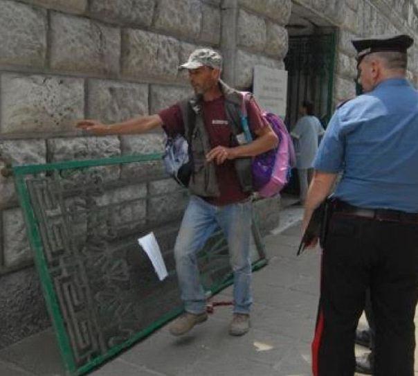 Cancello scuola a Carrara