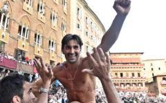 Palio di Siena del 2 luglio: vince la Lupa. Era la nonna di piazza del Campo