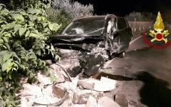 Firenze: incidente nella notte in via Aretina. Vigili del fuoco salvano due automobilisti incastrati fra le lamiere
