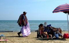 Marina di Pietrasanta: abusivismo commerciale, sequestrati oltre 600 articoli contraffatti
