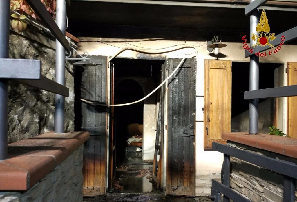 Incendio in abitazione, rinvenuto un corpo carbonizzato a Sammommè