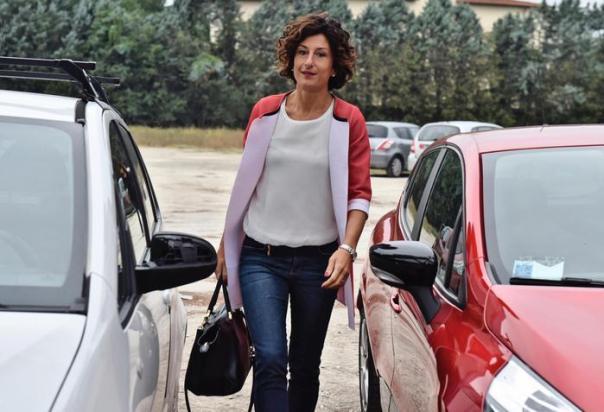 La moglie del premier Matteo Renzi, Agnese Landini, arriva all'istituto Peano di Firenze per il primo giorno di scuola. 15 settembre 2016 ANSA/MAURIZIO DEGL INNOCENTI