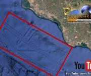 "Der ""Flughafen der Götter"": Interessante ""Anomalie"" auf dem Meeresgrund bei Google Earth entdeckt?! (Bild: Google Earth / Bearbeitung: L. A. Fischinger)"