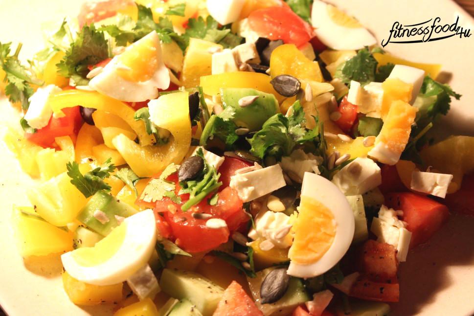 Salat mit Feta und Ei