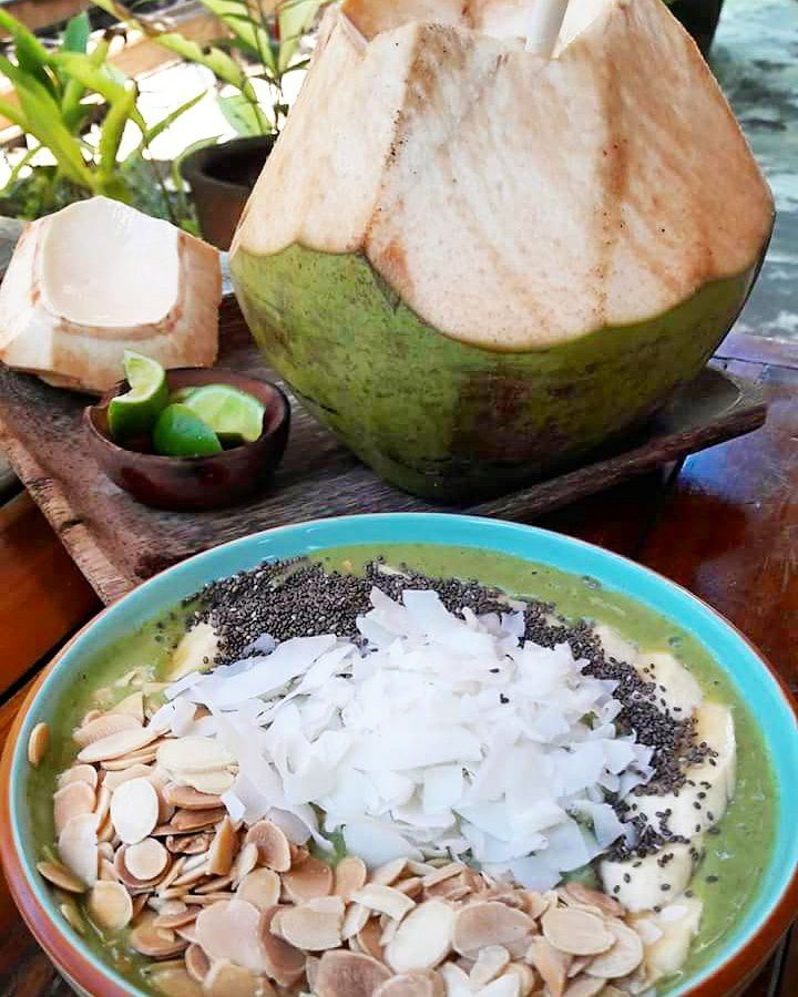 healthy food guide Bali - green smoothie bowl - bukit cafe