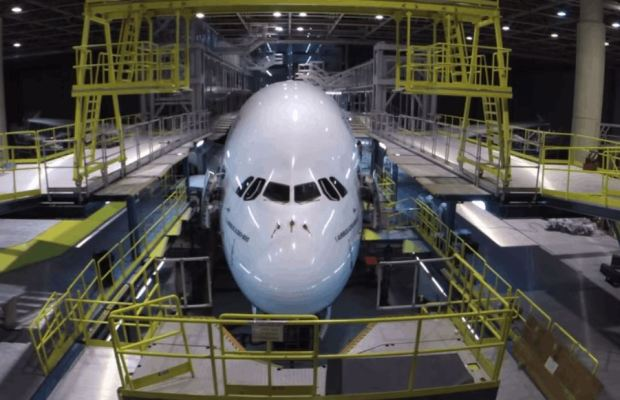 Emirates completely disassemble an Airbus A380 in 2 minutes.jpg