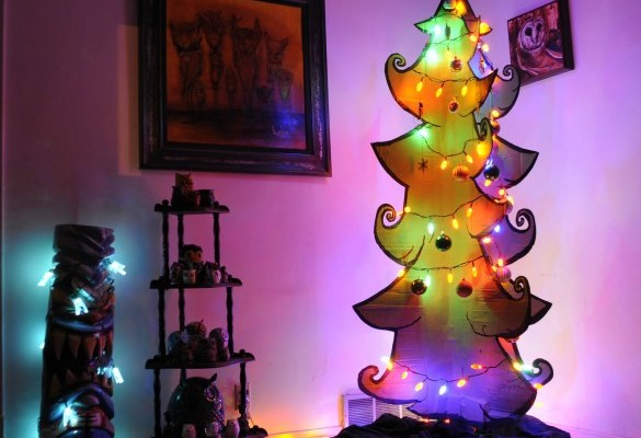 11 Creatively Alternative Christmas Trees This Season (5)