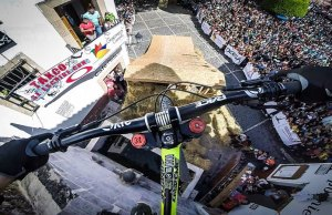 Amazing GoPro Video Shows Rider Tear Through Downhill Street Course in Mexico