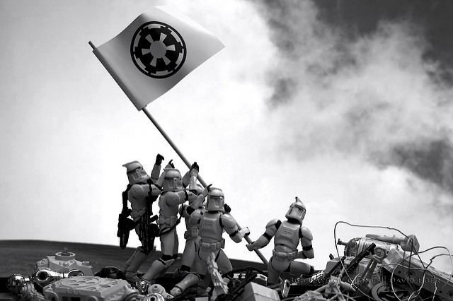 5 Famous Photos Brilliantly Recreated Using Star Wars Figures