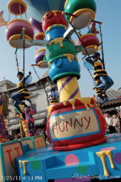 Hong Kong Disneyland Flights of Fantasy Parade Flying Bees Hunny.png