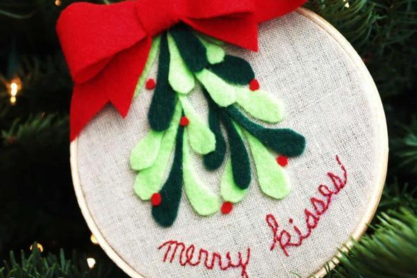 Merry Kisses Ornament