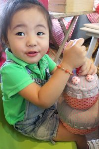 but before that, shobe LJ couldn't take her hands off this cute stuffed cake toy from La Pomme :)