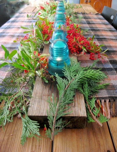 Insulator centerpiece with pyrocantha berries