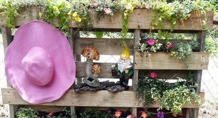 Using ordinary pallets in a fantastic garden