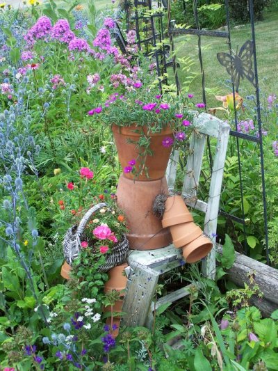 Donna Anderson's very vintage scene with a terracotta pot person