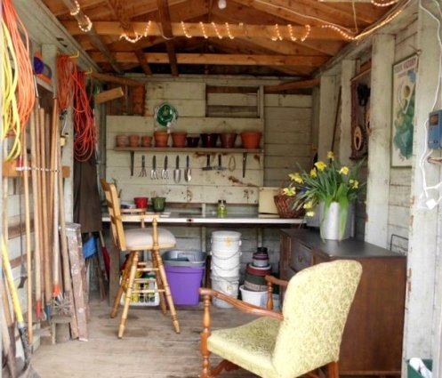 Shelley Novotny from JunkArta redid her shed just right