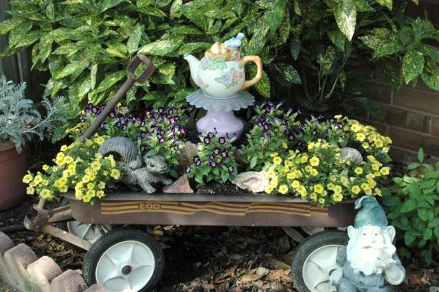 Sherry Law's whimsical wagon with a teapot totem!