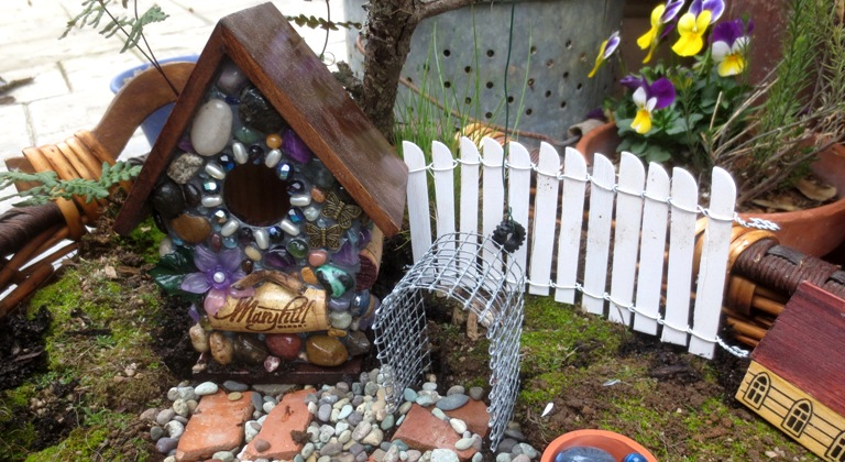 Make your own fairy garden fence flea market gardening for Make your own fence