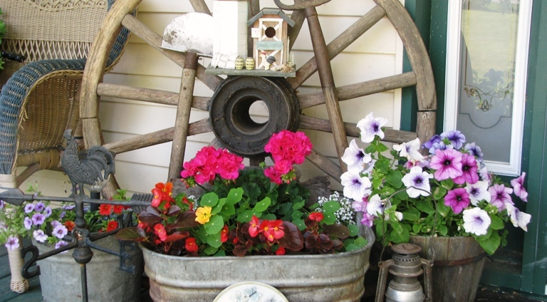 How to create a Flea Market garden vignette
